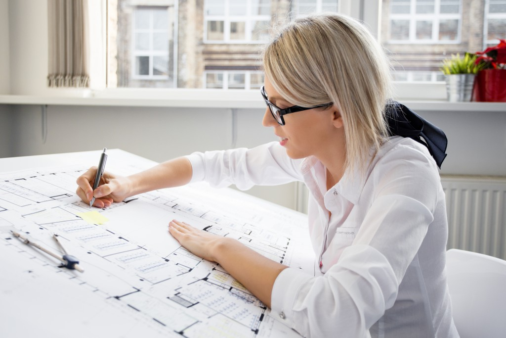 role of an architect 29 roles of architect issue construction drawings inspect the construction works amending construction drawing 30 issue construction drawing  construction drawing  issued to the contractor  assist the contractor in constructing a building 31 inspection at construction site.